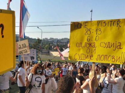 Нови протест против страначког директора