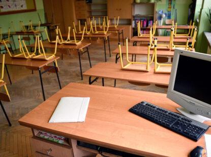 Ко контролише поштовање колективног уговора у школи?