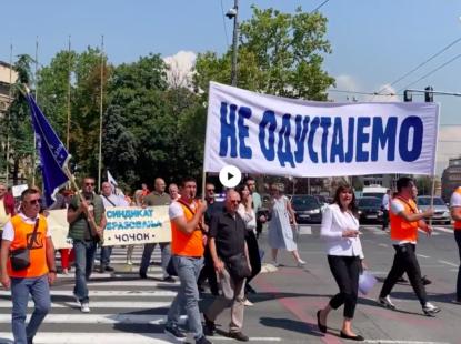 Протест испред Скупштине: Наставници траже мања одељења и веће плате